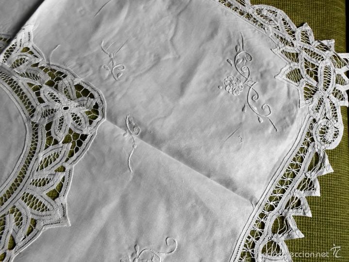Antigüedades: AÑOS 80 MAGNIFICO MANTEL/TAPETE BORDADO Y ENCAJES DE BRUJAS A MANO.BEIGEMUY CLARO 90X 90 CM.NUEVO - Foto 7 - 235697865