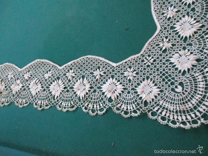 Antigüedades: Antigua puntilla - hecha a bolillos -con filigrana -pude ser para cortina, juego de cama- 4 apliques - Foto 4 - 56118057