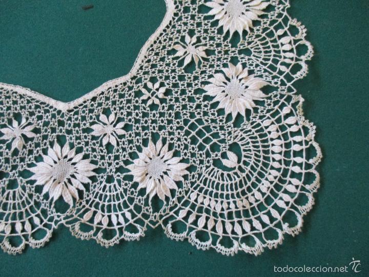 Antigüedades: Antigua puntilla - hecha a bolillos -con filigrana -pude ser para cortina, juego de cama- 4 apliques - Foto 6 - 56118057