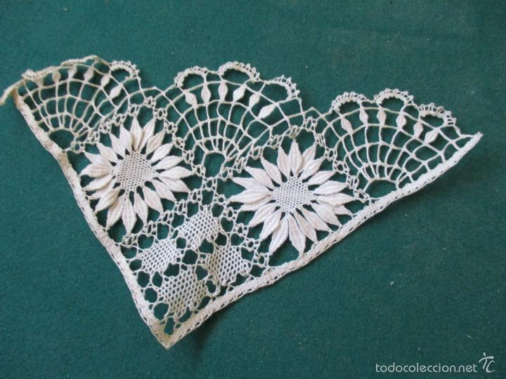 Antigüedades: Antigua puntilla - hecha a bolillos -con filigrana -pude ser para cortina, juego de cama- 4 apliques - Foto 8 - 56118057