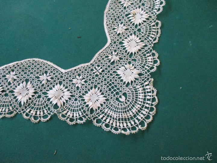 Antigüedades: Antigua puntilla - hecha a bolillos -con filigrana -pude ser para cortina, juego de cama- 4 apliques - Foto 9 - 56118057