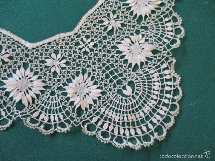 Antigüedades: Antigua puntilla - hecha a bolillos -con filigrana -pude ser para cortina, juego de cama- 4 apliques - Foto 10 - 56118057