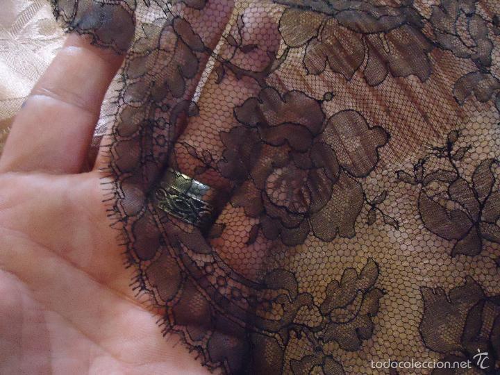 Antigüedades: 4 METROS X 90 CM ANCHO ENCAJE TUL BORDADO TIPO MANTILLA CHANTILLI CHANTILLY SEMANA SANTA VIRGEN - Foto 19 - 56121094