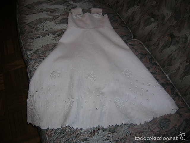 Antigüedades: Precioso vestido de bebé en piqué, con bordados a máquina . - Foto 2 - 56121990