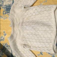 Antigüedades: ANTIGUO JERSEY PARA BEBÉ EN LANA BLANCA. Lote 56122120