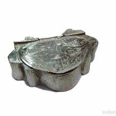 Antigüedades: ANTIGUA CAJITA DE PLATA CINCELADA- SIGLO XX. Lote 56124659