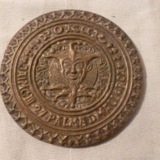 Antigüedades: TROFEO MEDALLA POKER DE BRONCE. Lote 56150524