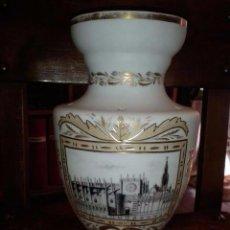 Antigüedades: GRAN JARRÓN EN OPALINA FÁBRICA DE LA INDUSTRIA ? GIJÓN ? CON UNA VISTA DE LA CATEDRAL DE SEVILLA.. Lote 56162427