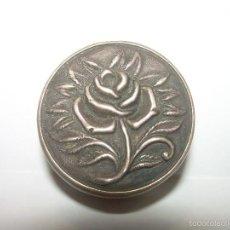 Antigüedades: ANTIGUA Y BONITA CAJITA DE PLATA CINCELADA.. Lote 56163266