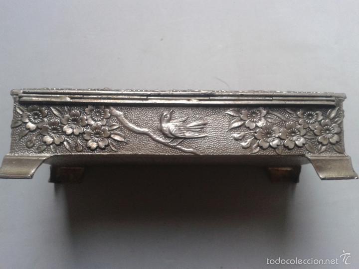 Antigüedades: Caja - Joyero de metal con motivos florales. - Foto 3 - 56169664