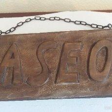 Antigüedades: LETRERO DE MADERA RUSTICO TALLADO A MANO. Lote 56179567