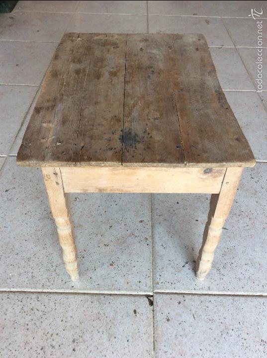 Antigüedades: Pequeña mesa rustica 43 cm de alta y 53x37 de tablero - Foto 5 - 128241675