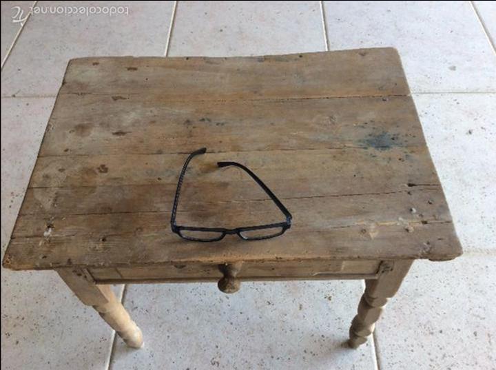 Antigüedades: Pequeña mesa rustica 43 cm de alta y 53x37 de tablero - Foto 6 - 128241675