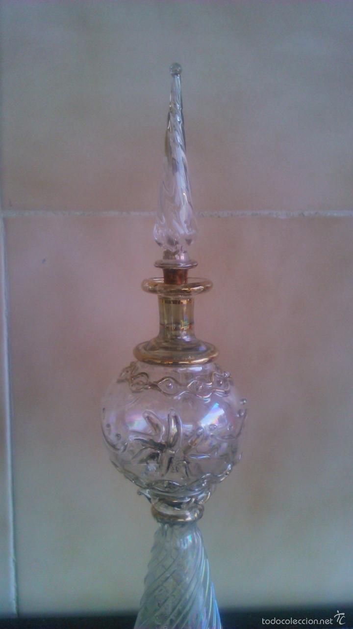 Antigüedades: Exquisito perfumero de cristal baccarat, fino,dibujos en relieve y decorado con metales preciosos. - Foto 2 - 56189977