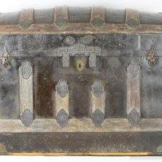 Antigüedades: BAUL DE VIAJE. MADERA, HIERRO Y REMATES EN LATÓN. ESPAÑA. SIGLO XIX.. Lote 56144738