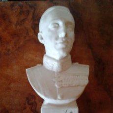 Antigüedades: BUSTO BISCUIT PORCELANA BLANCA DEL REY ALFONSO XII. Lote 56210221