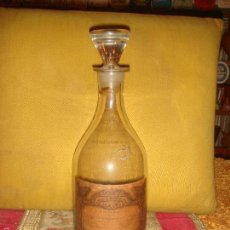 Antigüedades: BOTELLA ANTIGUA DE FARMACIA DE VIDRIO BLANCO, TAPON MACIZO Y 22,5CM. DE ALTO.. Lote 56226458