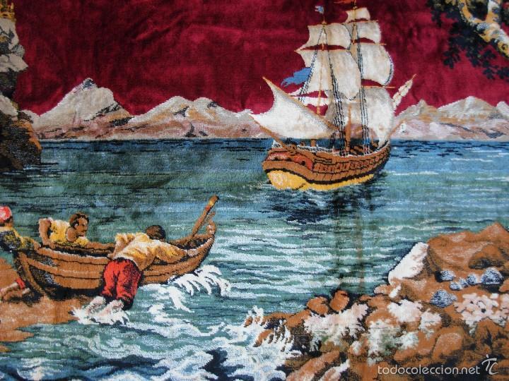 ANTIGUO TAPIZ ATERCIOPELADO. GRANDE 1,93X1,21CM CON ESCENA BARCO, BARCA, FARO. (Antigüedades - Hogar y Decoración - Tapices Antiguos)