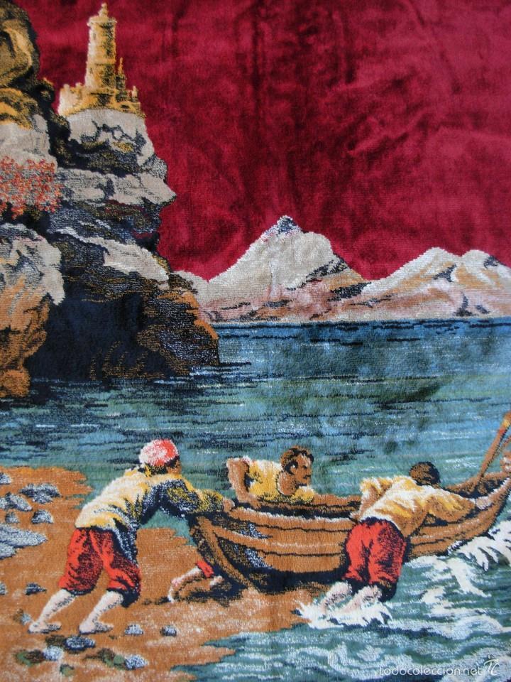 Antigüedades: Antiguo tapiz aterciopelado. Grande 1,93X1,21cm con escena barco, barca, faro. - Foto 2 - 56231874