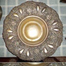 Antigüedades: ANTIGUA BANDEJA DE ALPACA TROQUELADA Y CALADA 33 CM. DE DIÁMETRO . Lote 56239635