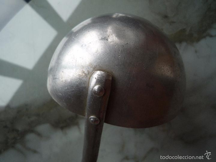 Antigüedades: Muy antiguo CUCHARÓN d ALUMINIO / diámetro CAZO 10 cm / largo 31 cm / original años '40 / sello OLLA - Foto 13 - 56268673