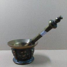 Antigüedades: ALMIREZ DE BRONCE CON MANO. Lote 56280070