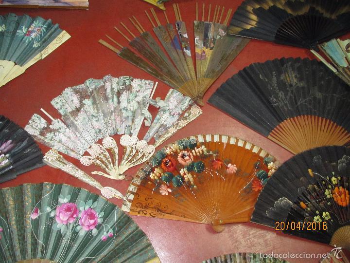 Antigüedades: Antiguo Lote de 36 Abanicos en Materiales Nobles Pintados a Mano - Foto 3 - 56285634
