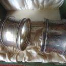 Antigüedades: MAGNIFICOS SERVILLETEROS EN PLATA DE LEY, FUERON OBSEQUIO EPISCOPAL EN LOS AÑOS 50. Lote 56297318