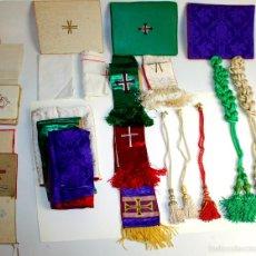 Antigüedades: CONJUNTO DE ORNAMENTOS PARA CELEBAR LA MISA. SEDA Y OTROS. ESPAÑA. 1930-1960.. Lote 56297793