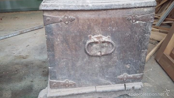 Antigüedades: Arca de nogal del S XVI - Foto 2 - 56302394