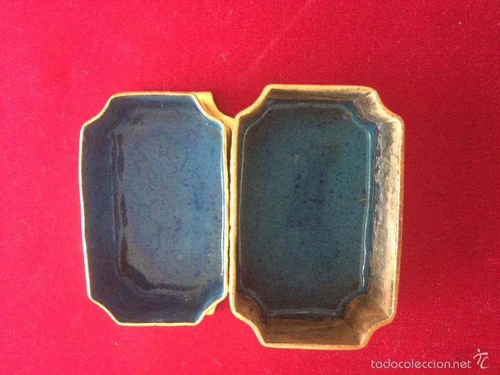 Antigüedades: Pequeña cajita o pastillero en bronce y cloissioné - Foto 2 - 56312094