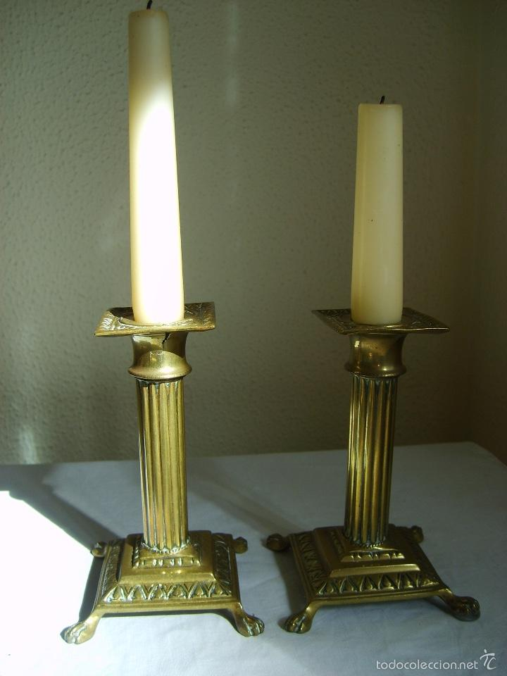 ANTIGUOS CANDELABROS DE BRONCE - PAREJA - PORTAVELAS (Antigüedades - Iluminación - Candelabros Antiguos)