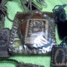 Antigüedades: CINCO VIEJOS ESCAPULARIOS DE LA VIRGEN DEL CARMEN.. Lote 56331314