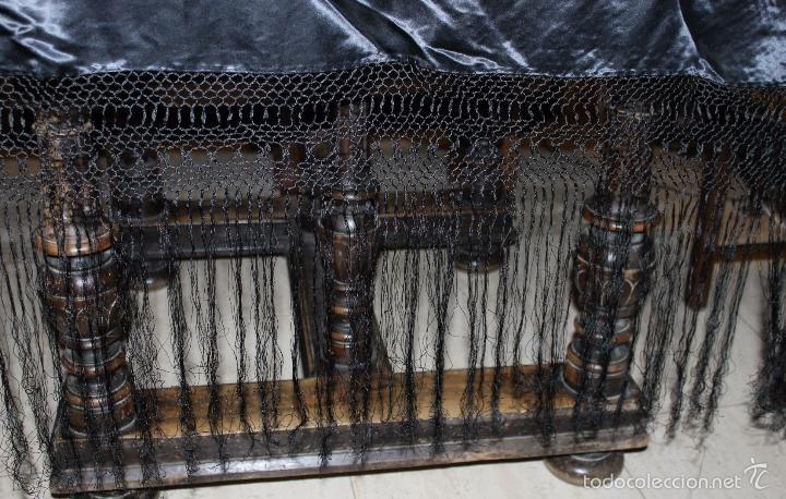 Antigüedades: MANTÓN DE SEDA NEGRA BORDADO A MANO CON MOTIVOS FLORALES Y AVES - MEDIADOS DEL SIGLO XX - Foto 13 - 56371937