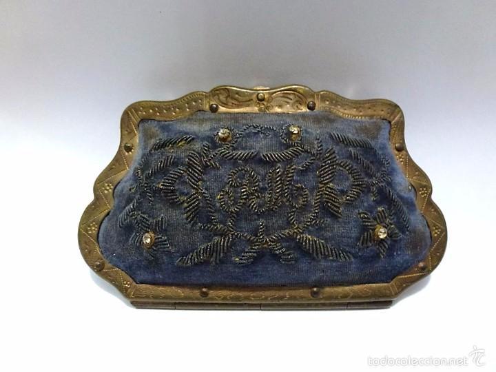 MONEDERO METAL DORADO Y BORDADO EN TELA E INTERIOR DE SEDA - C.1920 (Antigüedades - Moda y Complementos - Mujer)