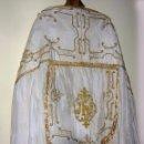 Antigüedades: CAPA PLUVIAL MUY ANTIGUA, BORDADOS DE HILO DE ORO, IDEAL ROPA MEDIEVAL ETC... Lote 56462577