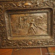 Antigüedades: DOS PRECIOSAS BANDEJAS DECORADAS CON MOTIVOS DEL QUIJOTE. CERVANTES. 43 X 56 CM. Lote 56463810