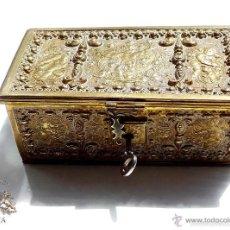 Antigüedades - PRECIOSA CAJA TIPO COFRE EN BRONCE DORADO CON QUERUBINES SXVIII, PERFECTO ESTADO,14X7,5X5,5CM - 56463926