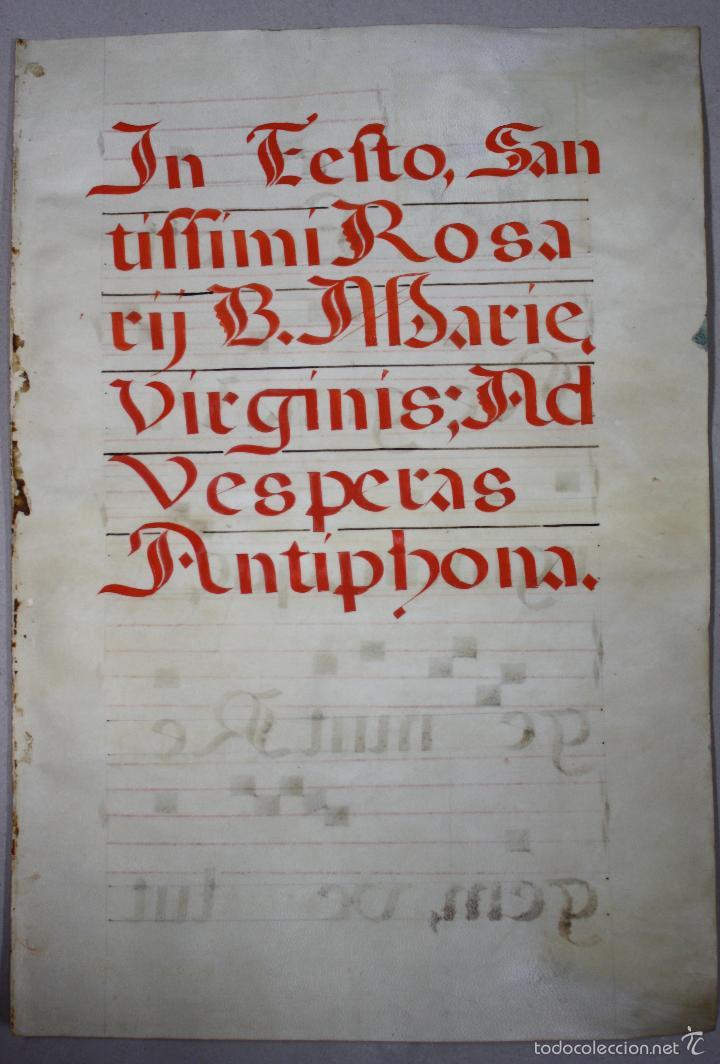 Antigüedades: HOJA DE CANTORAL SOBRE PERGAMINO. SIGLO XVII. DORSO Y ANVERSO. BELLISIMA ESCENA RELIGIOSA - Foto 3 - 56483896