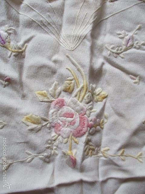 Antigüedades: tapete de tela bordado a mano (ver fotos) - Foto 2 - 56513272