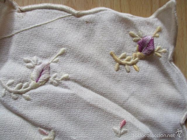 Antigüedades: tapete de tela bordado a mano (ver fotos) - Foto 4 - 56513272