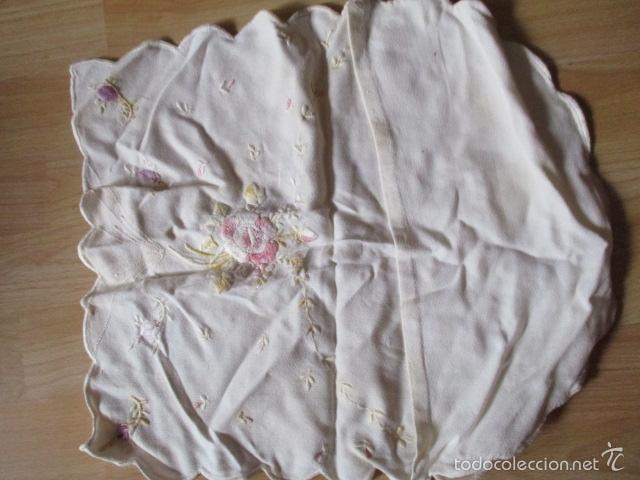 Antigüedades: tapete de tela bordado a mano (ver fotos) - Foto 5 - 56513272