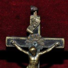 Antigüedades: CRUCIFIJO EN BRONCE Y MADERA DEL SIGLO XVIII. Lote 56516519