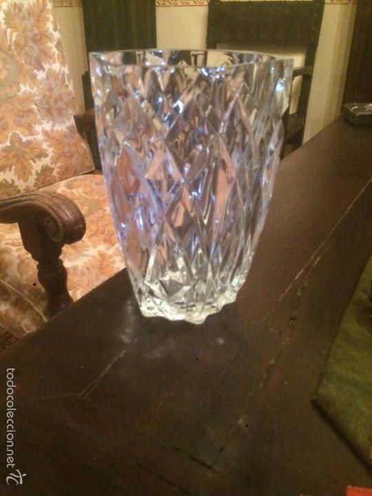 Antigüedades: Antiguo jarrón / florero de cristal tallado de los años 40-50 con forma hexagonal - Foto 4 - 56518376