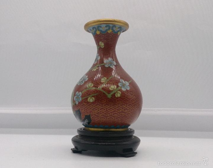 Antigüedades: Jarrón antiguo Chino en cloisonné con motivos de flor de cerezo y peana en madera lacada, años 40/50 - Foto 2 - 56522596