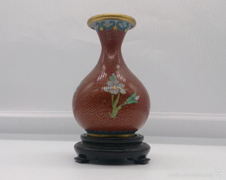 Antigüedades: Jarrón antiguo Chino en cloisonné con motivos de flor de cerezo y peana en madera lacada, años 40/50 - Foto 3 - 56522596