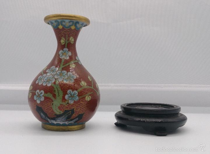 Antigüedades: Jarrón antiguo Chino en cloisonné con motivos de flor de cerezo y peana en madera lacada, años 40/50 - Foto 4 - 56522596