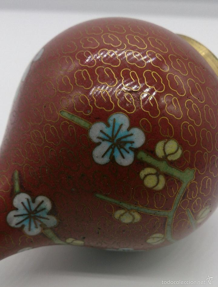 Antigüedades: Jarrón antiguo Chino en cloisonné con motivos de flor de cerezo y peana en madera lacada, años 40/50 - Foto 5 - 56522596