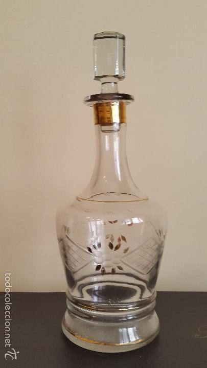 ANTIGUA BOTELLA LICORERA DE CRISTAL BOHEMIA?? Y BAÑO DE ORO (Antigüedades - Cristal y Vidrio - Bohemia)