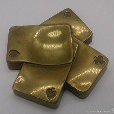 Antigüedades: CENICERO ANTIGUO CON FORMA DE BARAJA DE POKER EN BRONCE .. Lote 56525551